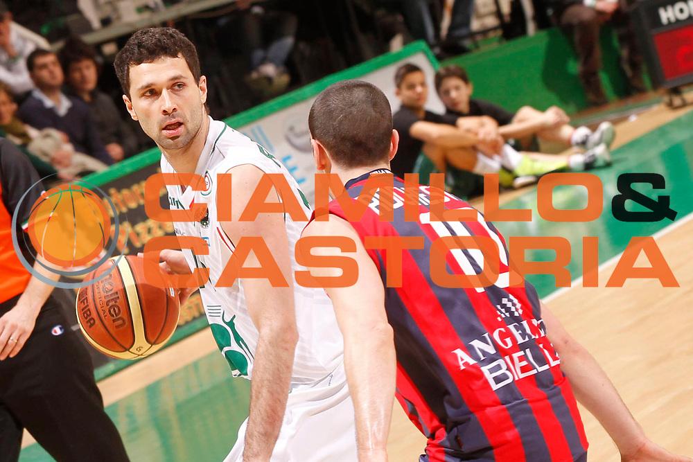 DESCRIZIONE : Siena Lega A 2012-13 Montepaschi Siena Angelico Biella<br /> GIOCATORE : Aleksandar Rasic<br /> CATEGORIA : palleggio<br /> SQUADRA : Montepaschi Siena<br /> EVENTO : Campionato Lega A 2012-2013 <br /> GARA : Montepaschi Siena Angelico Biella<br /> DATA : 24/02/2013<br /> SPORT : Pallacanestro <br /> AUTORE : Agenzia Ciamillo-Castoria/P.Lazzeroni<br /> Galleria : Lega Basket A 2012-2013  <br /> Fotonotizia : Siena Lega A 2012-13 Montepaschi Siena Angelico Biella<br /> Predefinita :