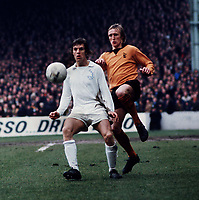 Fotball<br /> England <br /> Foto: Colorsport/Digitalsport<br /> NORWAY ONLY<br /> <br /> Joe Jordan (Leeds United) Derek Parkin (Wolverhampton Wanderers) FA Cup Semi Final 7/4/73.
