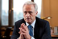 20 JAN 2010, BERLIN/GERMANY:<br /> Peter Ramsauer, CSU, Bundesverkehrsminister, waehrend einem Interview, in seinem Buero, Bundesministerium fuer Verkehr, Bau und Stadtentwicklung<br /> IMAGE: 20100120-01-045<br /> KEYWORDS: Büro