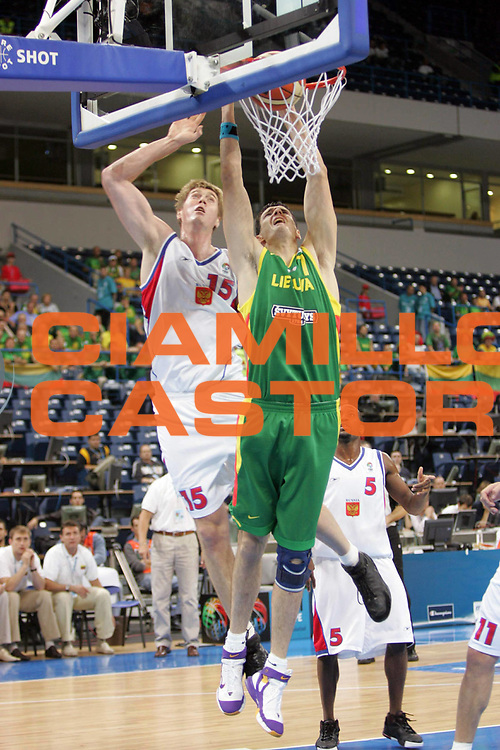 DESCRIZIONE : Belgrado Belgrade Eurobasket Men 2005 Lituania-Russia<br /> GIOCATORE : Darjus Lavrinovic<br /> SQUADRA : Lituania Lithuania<br /> EVENTO : Eurobasket Men 2005 Campionati Europei Uomini 2005<br /> GARA : Lituania Russia Lithuania Russia<br /> DATA : 23/09/2005<br /> CATEGORIA :<br /> SPORT : Pallacanestro<br /> AUTORE : Ciamillo&amp;Castoria/Fiba Europe Pool