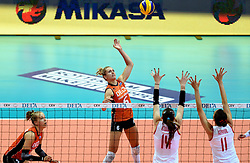 03-10-2015 NED: Volleyball European Championship Semi Final Nederland - Turkije, Rotterdam<br /> Nederland verslaat Turkije in de halve finale met ruime cijfers 3-0 / Maret Balkestein-Grothues #6, Femke Stoltenborg #2