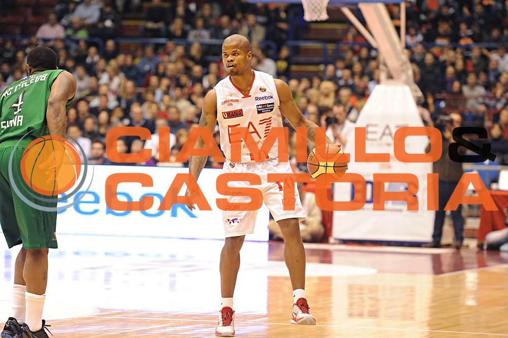 DESCRIZIONE : Milano Lega A 2011-12 EA7 Emporio Armani Milano Montepaschi Siena<br /> GIOCATORE : Omar Cook<br /> CATEGORIA : palleggio<br /> SQUADRA : EA7 Emporio Armani Milano<br /> EVENTO : Campionato Lega A 2011-2012<br /> GARA : EA7 Emporio Armani Milano Montepaschi Siena<br /> DATA : 13/11/2011<br /> SPORT : Pallacanestro<br /> AUTORE : Agenzia Ciamillo-Castoria/GiulioCiamillo<br /> Galleria : Lega Basket A 2011-2012<br /> Fotonotizia : Milano Lega A 2011-12 EA7 Emporio Armani Milano Montepaschi Siena<br /> Predefinita :
