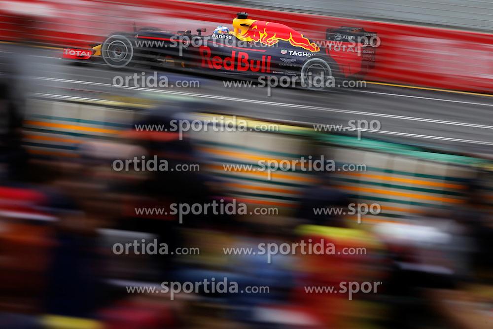 18.03.2016, Albert Park Circuit, Melbourne, AUS, FIA, Formel 1, Grand Prix von Australien, Training, im Bild Daniel Ricciardo (AUS) Red Bull Racing RB12 // during Practice for the FIA Formula One Grand Prix of Australia at the Albert Park Circuit in Melbourne, Australia on 2016/03/18. EXPA Pictures &copy; 2016, PhotoCredit: EXPA/ Sutton Images/ Gasperotti/<br /> <br /> *****ATTENTION - for AUT, SLO, CRO, SRB, BIH, MAZ only*****