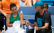 Simona Halep of Romania and her coach, Darren Cahill, during her third-round match at the 2018 Western and Southern Open WTA Premier 5 tennis tournament, Cincinnati, Ohio, USA, on August 17th 2018, Photo Rob Prange / SpainProSportsImages / DPPI / ProSportsImages / DPPI