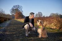 Cuijk, 29 december 2016 - <br /> Helma Verhoeven met haar Assistentiehond<br /> Foto: Phil Nijhuis