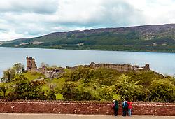 THEMENBILD - Touristen blicken auf die Ruine der Felsenburg Urquhart Castle mit Loch Ness, Drumnadrochit, Schottland, aufgenommen am 05.06.2015 // Tourists look up to the ruin of the Urquhart Castle and Loch Ness, Drumnadrochit, Scotland on 2015/06/05. EXPA Pictures © 2015, PhotoCredit: EXPA/ JFK