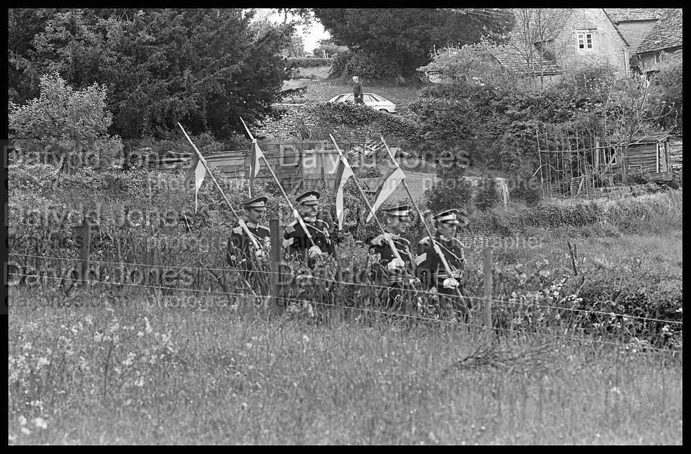 Soldiers arriving to do a guard of honour at Rupert Wielock and Perinel Nevill, Bkers Mill, Frampta Marsell, 31.5.86© Copyright Photograph by Dafydd Jones 66 Stockwell Park Rd. London SW9 0DA Tel 020 7733 0108 www.dafjones.com