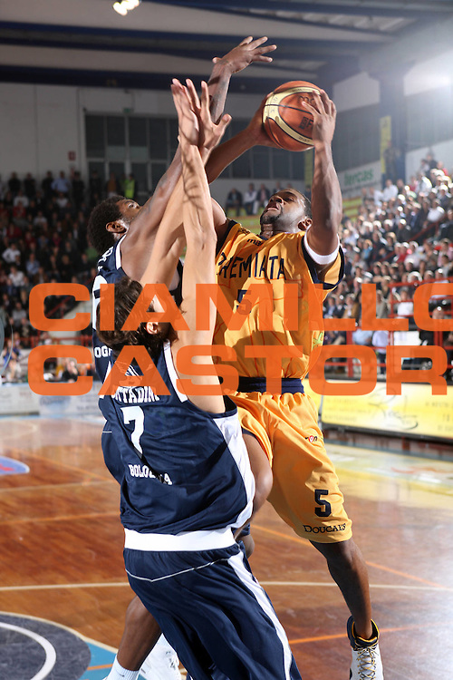 DESCRIZIONE : Porto San Giorgio Lega A1 2008-09 Premiata Montegranaro Fortitudo Bologna<br /> GIOCATORE : Ricky Minard<br /> SQUADRA : Premiata Montegranaro<br /> EVENTO : Campionato Lega A1 2008-2009 <br /> GARA : Premiata Montegranaro Fortitudo Bologna<br /> DATA : 26/10/2008 <br /> CATEGORIA : tiro<br /> SPORT : Pallacanestro <br /> AUTORE : Agenzia Ciamillo-Castoria/F.Zeppilli<br /> Galleria : Lega Basket A1 2008-2009 <br /> Fotonotizia : Porto San Giorgio Campionato Italiano Lega A1 2008-2009 Premiata Montegranaro Fortitudo Bologna<br /> Predefinita :