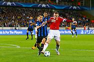 26-08-2015 VOETBAL:CLUB BRUGGE-MANCHESTER UNITED:BRUGGE<br /> Champions League 2015-2016<br /> <br /> Davy de Fauw van Club Brugge in duel met Wayne Rooney van Manchester United <br /> <br /> Foto: Geert van Erven