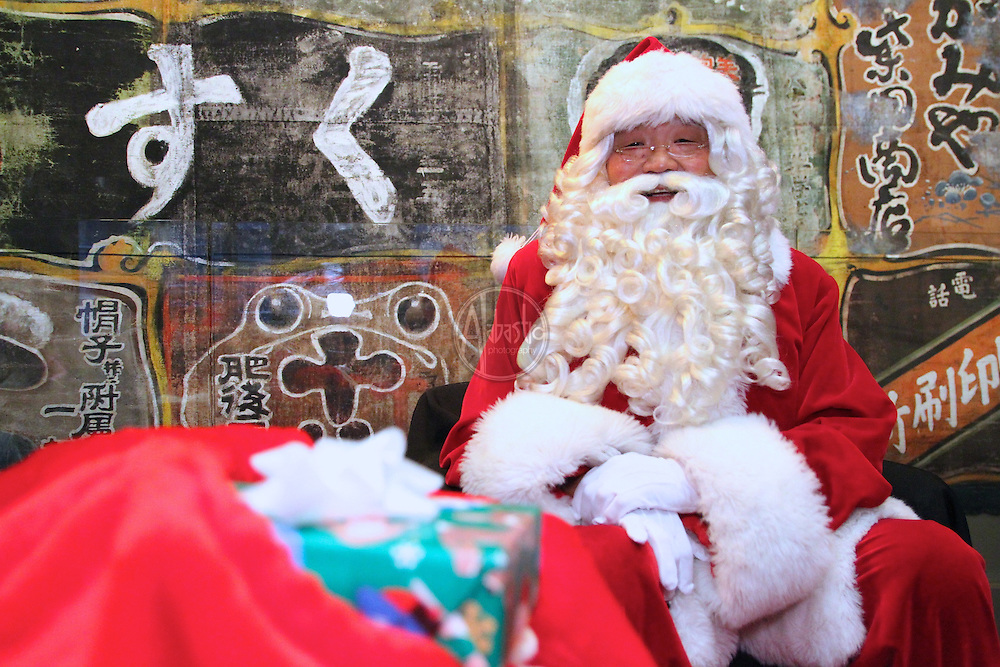 The Wing Marketplace Shop-o-Rama with Asian-American Santa.
