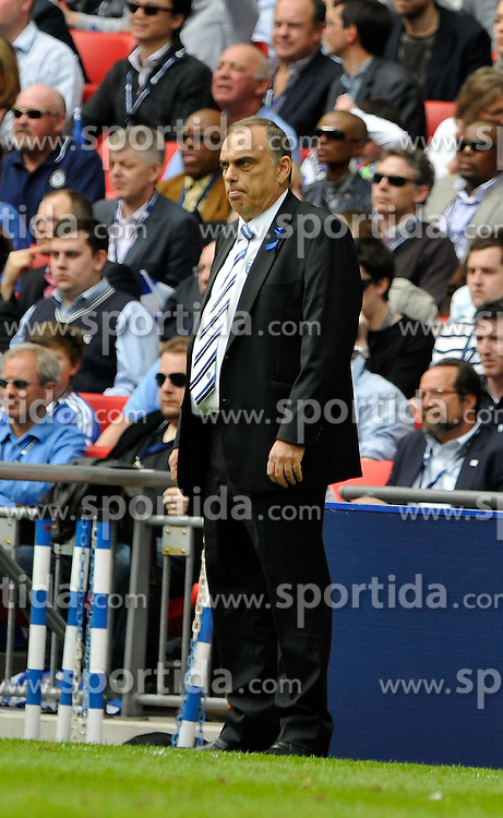 15.05.2010, Wembley Stadium, London, ENG, FA Cup Finale, Chelsea FC vs Portsmouth FC, im Bild Portsmouth manager Avram Grant looks on during the latter part of a 1-0 loss. EXPA Pictures © 2010, PhotoCredit: EXPA/ IPS/ Sean Ryan / SPORTIDA PHOTO AGENCY