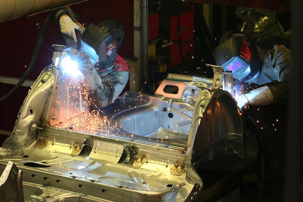 Mlada Boleslav/Tschechische Republik, Tschechien, CZE, 19.03.07: Mitarbeiter beim Schwei&szlig;en von Karosserieteilen eines Skoda Octavia in der Skoda Auto Fabrik in Mlada Boleslav. Der tschechische Autohersteller Skoda ist ein Tochterunternehmen der Volkswagen Gruppe.<br /> <br /> Mlada Boleslav/Czech Republic, CZE, 19.03.07: Workers at the Skoda factory welding on Octavia assembly line at Skoda car factory in Mlada Boleslav. Czech car producer Skoda Auto is a subsidiary of the German Volkswagen Group (VAG).