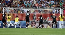 10.07.2011, Glückgas Stadion, Dresden,  GER, FIFA Women Worldcup 2011, Viertelfinale , Brasil (BRA) vs USA (USA)  im Bild Cristiane (BRA) bekommt Elfmeter , Torhüterin Hope Solo  (USA) kann den Ball wegfausten .//  during the FIFA Women Worldcup 2011, Quarterfinal, Germany vs Japan  on 2011/07/10, Arena im Allerpark , Wolfsburg, Germany.  .EXPA Pictures © 2011, PhotoCredit: EXPA/ nph/  Hessland       ****** out of GER / CRO  / BEL ******