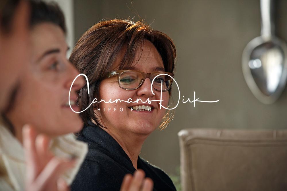 """Rondetafel gesprek met """"De Madammen""""<br /> Wendy Laeremans, Lies Vlamynck<br /> Restaurant Het Pannenhuis - Massenhoven 2013<br /> © Dirk Caremans"""