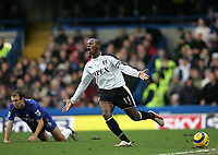 Photo: Lee Earle.<br /> Chelsea v Fulham. The Barclays Premiership. 26/12/2005. Fulham captain Luis Boa Morte (R) cannot believe the ref has blown for a foul on Arjen Robben(L).
