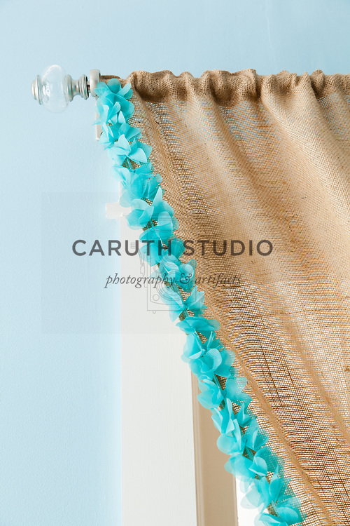 Burlap projects: Detail of trimmed burlap curtain