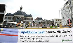 17-07-2014 NED: FIVB Grand Slam Beach Volleybal, Apeldoorn<br /> Poule fase groep A mannen - Reinder Nummerdor (1), Steven van de Velde (2) NED, Chaim Schalk (1), Ben Saxton (2) CAN / Centercourt vlag item