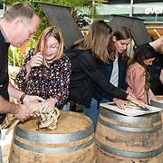 NLD/Utrecht/20190814 - Bekendmaking 6 deelnemers Expeditie Robinson 2019, 20 fan's van Expeditie Robinson maken opdrachten