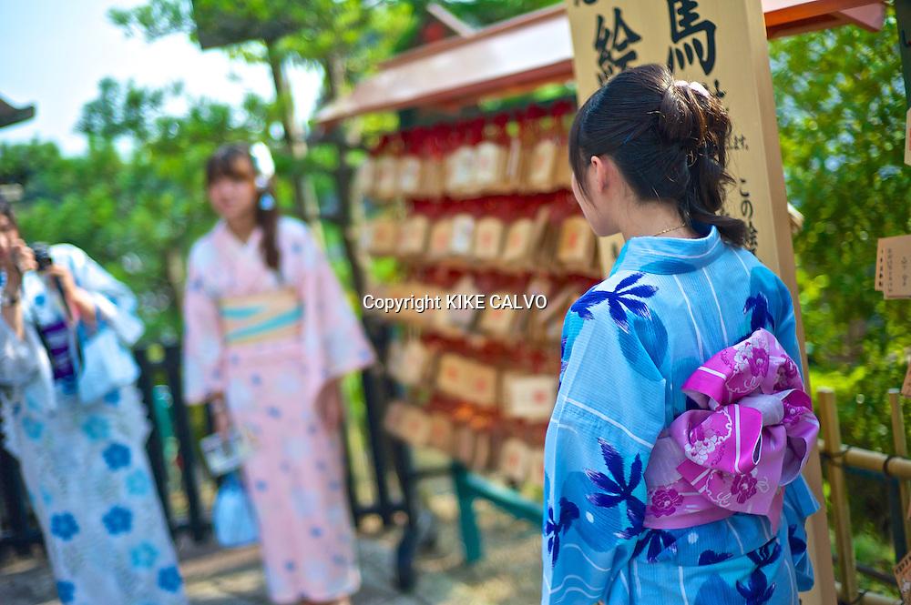 Japanese woman wearing traditional kimonos at the Kiyomizu Temple.