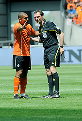 05-06-2010 VOETBAL: NEDERLAND - HONGARIJE: AMSTERDAM<br /> Nederland wint met 6-1 van Hongarije / Nigel de Jong en Fabian Meyer<br /> ©2010-WWW.FOTOHOOGENDOORN.NL