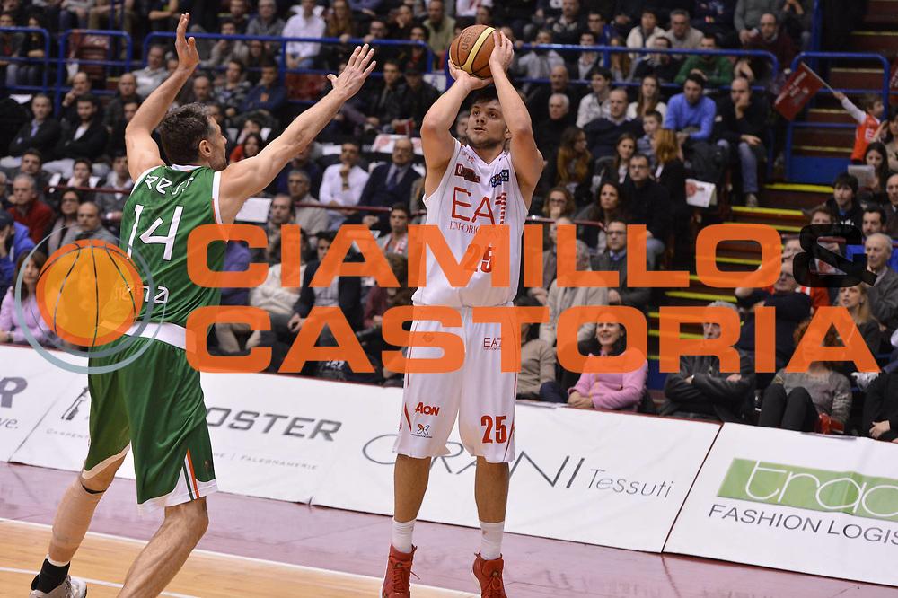 DESCRIZIONE :  Milano Lega A 2012-13 EA7 Emporio Armani Milano Montepaschi Siena<br /> GIOCATORE : Alessandro Gentile<br /> CATEGORIA :  three points<br /> SQUADRA : EA7 Emporio Armani Milano<br /> EVENTO : Campionato Lega A 2012-2013 <br /> GARA : EA7 Emporio Armani Milano Montepaschi Siena<br /> DATA : 03/03/2013<br /> SPORT : Pallacanestro <br /> AUTORE : Agenzia Ciamillo-Castoria/GiulioCiamillo<br /> Galleria : Lega Basket A 2012-2013  <br /> Fotonotizia : Milano Lega A 2012-13 EA7 Emporio Armani Milano Montepaschi Siena<br /> Predefinita :
