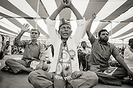 M&auml;nniskor ropar &quot;Jai Bhim&quot;, vilket betyder &quot;seger till Bhim&quot; f&ouml;r att &auml;ra Dr Amberkar, Indiens f&ouml;rsta justitieminister. <br /> Nagpur, Indien