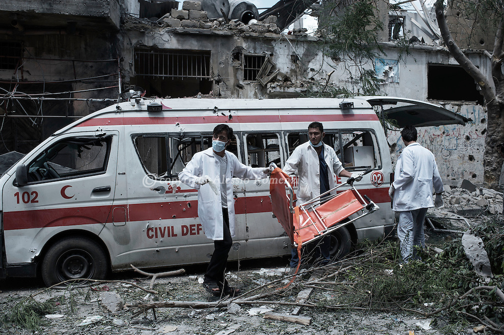 Gaza Strip, Gaza City: During a cease fire, Palestinians medics look for survivors in Gaza's Shujaya district after a night of Israeli heavy shelling on the neighbourhood. In the are two ambulances has been targeted few hours earlier.  ALESSIO ROMENZI