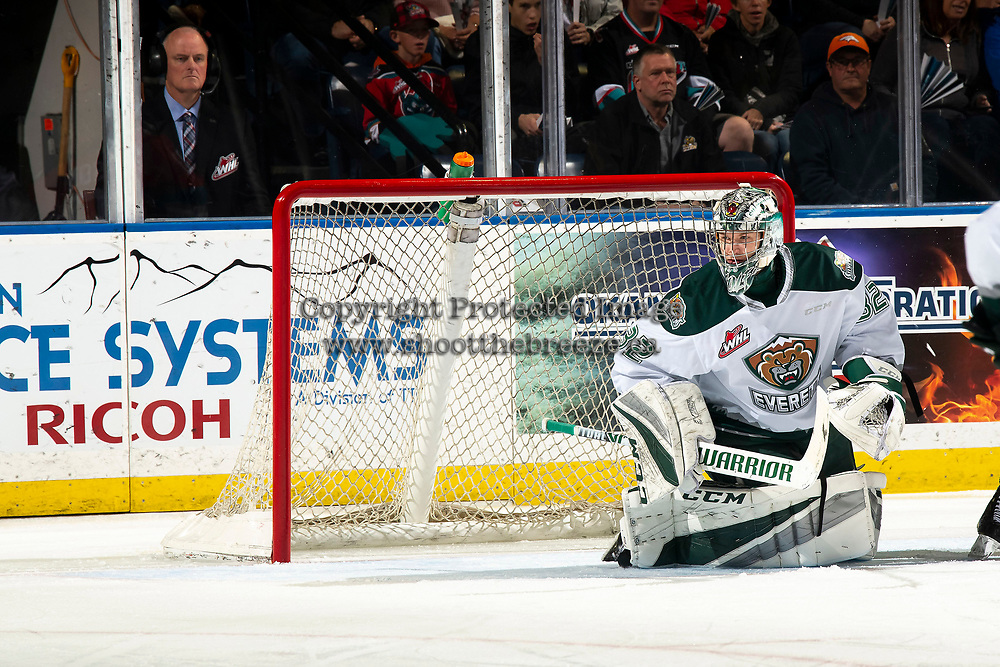 KELOWNA, BC - SEPTEMBER 28:  Dustin Wolf #32 of the Everett Silvertips defends the net against the Kelowna Rockets  at Prospera Place on September 28, 2019 in Kelowna, Canada. (Photo by Marissa Baecker/Shoot the Breeze)