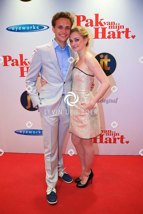 HILVERSUM - In de nieuwe JT Bioscoop is de eerste film 'Pak van mijn Hart' in premiere gegaan. Met hier op de foto  Pip Pellens met haar partner Pim Wessels. FOTO LEVIN DEN BOER - PERSFOTO.NU