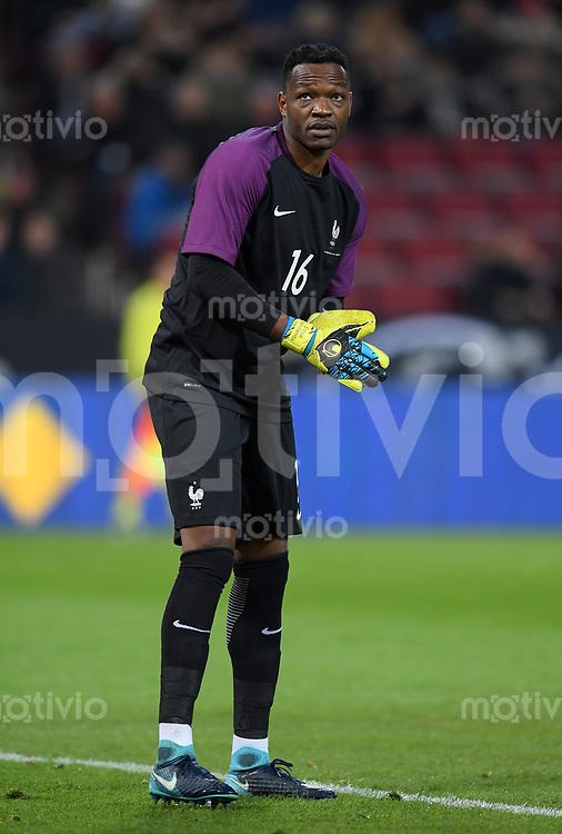 FUSSBALL  INTERNATIONAL TESTSPIEL  IN KOELN   Deutschland - Frankreich        14.11.2017 Torwart Steve Mandanda (Frankreich)