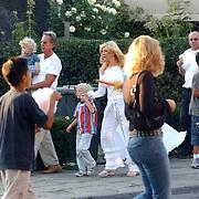 Mary Borsato en Bert Bakker met Marco kinderen Luca & Senna op de Blaricumse kermis
