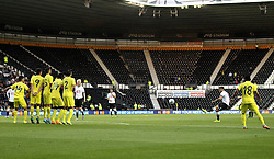 Derby County's Jeff Hendrick takes a free kick - Mandatory by-line: Robbie Stephenson/JMP - 07966386802 - 29/07/2015 - SPORT - FOOTBALL - Derby,England - iPro Stadium - Derby County v Villarreal CF - Pre-Season Friendly