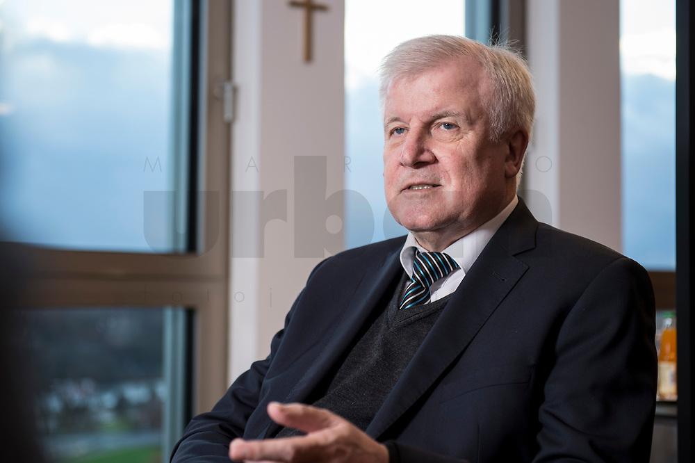 10 DEC 2016, BERLIN/GERMANY:<br /> Horst Seehofer, CSU, Bundesinnenminister, waehrend einem Interview, in seinem Buero, Bundesinnenministerium<br /> IMAGE: 20181210-02-013<br /> KEYWORDS; Büro