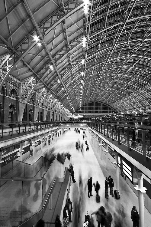 Movement of commuters at St Pancras International