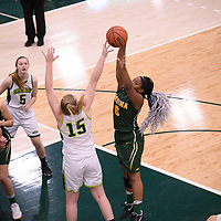 2nd year guard Kyia Giles (6) of the Regina Cougars during the Women's Basketball home game on November 11 at Centre for Kinesiology, Health and Sport. Credit: Arthur Ward/Arthur Images