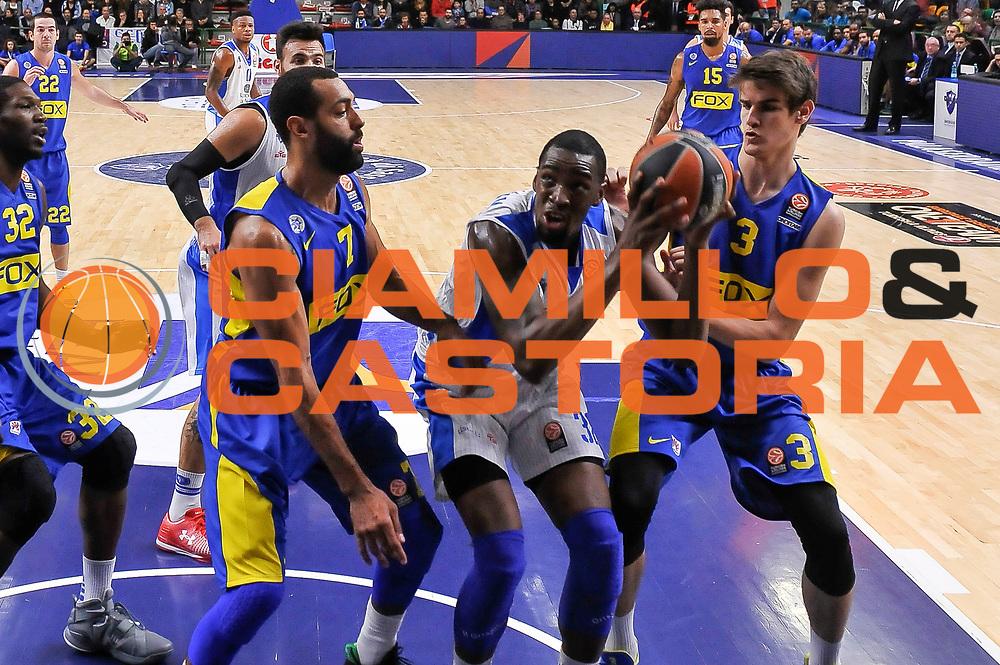 DESCRIZIONE : Eurolega Euroleague 2015/16 Group D Dinamo Banco di Sardegna Sassari - Maccabi Fox Tel Aviv<br /> GIOCATORE : Jarvis Varnado<br /> CATEGORIA : Tiro<br /> SQUADRA : Dinamo Banco di Sardegna Sassari<br /> EVENTO : Eurolega Euroleague 2015/2016<br /> GARA : Dinamo Banco di Sardegna Sassari - Maccabi Fox Tel Aviv<br /> DATA : 03/12/2015<br /> SPORT : Pallacanestro <br /> AUTORE : Agenzia Ciamillo-Castoria/L.Canu