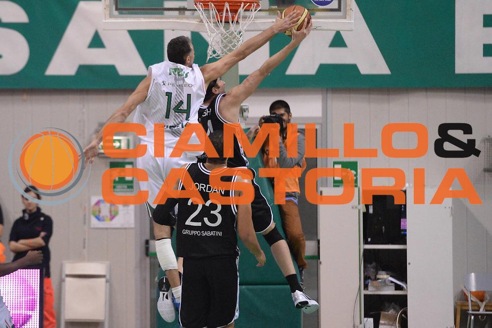 DESCRIZIONE : Siena  Lega serie A 2013/14 Montepaschi Siena Granarolo Bologna<br /> GIOCATORE : ress tomas<br /> CATEGORIA : stoppata controcampo<br /> SQUADRA : Montepaschi Siena<br /> EVENTO : Campionato Lega Serie A 2013-2014<br /> GARA : Montepaschi Siena Granarolo Bologna<br /> DATA : 28/10/2013<br /> SPORT : Pallacanestro<br /> AUTORE : Agenzia Ciamillo-Castoria/GiulioCiamillo<br /> Galleria : Lega Seria A 2013-2014<br /> Fotonotizia : Siena Lega serie A 2013/14 Montepaschi Siena Granarolo Bologna<br /> Predefinita :