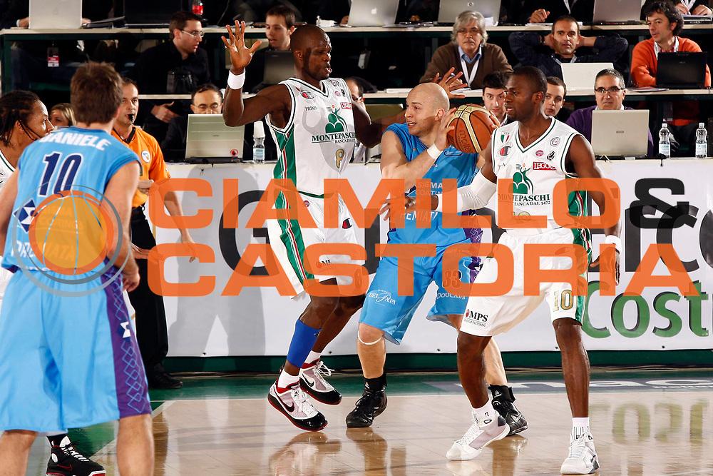 DESCRIZIONE : Avellino Final 8 Coppa Italia 2010 Quarto di Finale Montepaschi Siena Sigma Coatings Montegranaro<br /> GIOCATORE : Greg Brunner<br /> SQUADRA : Sigma Coatings Montegranaro<br /> EVENTO : Final 8 Coppa Italia 2010 <br /> GARA : Montepaschi Siena Sigma Coatings Montegranaro<br /> DATA : 19/02/2010<br /> CATEGORIA : palleggio<br /> SPORT : Pallacanestro <br /> AUTORE : Agenzia Ciamillo-Castoria/P.Lazzeroni<br /> Galleria : Lega Basket A 2009-2010 <br /> Fotonotizia : Avellino Final 8 Coppa Italia 2010 Quarto di Finale Montepaschi Siena Sigma Coatings Montegranaro<br /> Predefinita :