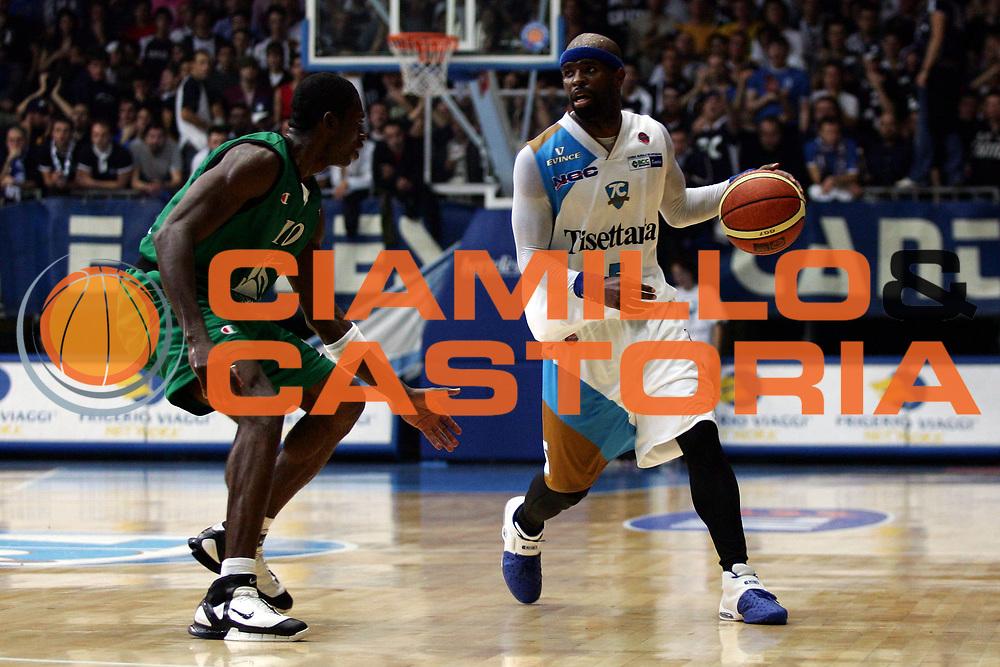 DESCRIZIONE : Cantu Lega A1 2006-07 Tisettanta Cantu Montepaschi Siena<br /> GIOCATORE : Jordan<br /> SQUADRA : Tisettanta Cantu<br /> EVENTO : Campionato Lega A1 2006-2007<br /> GARA : Tisettanta Cantu Montepaschi Siena<br /> DATA : 19/11/2006<br /> CATEGORIA : Palleggio<br /> SPORT : Pallacanestro<br /> AUTORE : Agenzia Ciamillo-Castoria/L.Lussoso<br /> Galleria : Lega Basket A1 2006-2007<br /> Fotonotizia : Cantu Campionato Italiano Lega A1 2006-2007 Tisettanta Cantu Montepaschi Siena<br /> Predefinita :