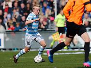 FODBOLD: Mads Aaquist (FC Helsingør) fører bolden frem under kampen i NordicBet Ligaen mellem FC Helsingør og FC Roskilde den 9. april 2017 på Helsingør Stadion. Foto: Claus Birch