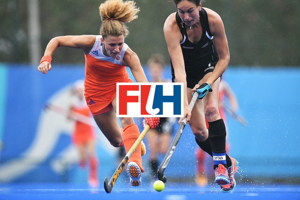 Netherlands' Maria Verschoor (L) and New Zealand's Kayla Whitelock during the womens's field hockey New Zealand vs Netherlands match of the Rio 2016 Olympics Games at the Olympic Hockey Centre in Rio de Janeiro on August, 12 2016. / AFP / Carl DE SOUZA        (Photo credit should read CARL DE SOUZA/AFP/Getty Images)