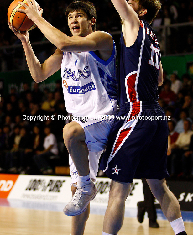 Greece's Leonidas Kaselakis drives to the basket. U19 Basketball World Championship, Grand Final, Greece v USA, North Shore Events Centre, Auckland. 12 July 2009. Photo: Anthony Au-Yeung/PHOTOSPORT
