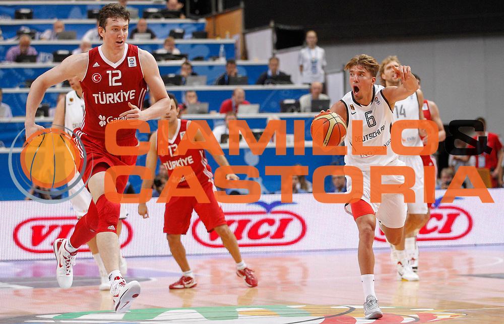 DESCRIZIONE : Vilnius Lithuania Lituania Eurobasket Men 2011 Second Round Germania Turchia Germany Turkey<br /> GIOCATORE : Steffen Hamann<br /> CATEGORIA : palleggio difesa equilibrio<br /> SQUADRA : Germania Germany<br /> EVENTO : Eurobasket Men 2011<br /> GARA : Germania Turchia Germany Turkey<br /> DATA : 09/09/2011<br /> SPORT : Pallacanestro <br /> AUTORE : Agenzia Ciamillo-Castoria/L.Kulbis<br /> Galleria : Eurobasket Men 2011<br /> Fotonotizia : Vilnius Lithuania Lituania Eurobasket Men 2011 Second Round Germania Turchia Germany Turkey<br /> Predefinita :
