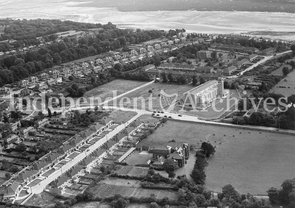 (Part of the Independent Newspapers Ireland/NLI collection.)<br /> Aerial view of Dollymount 8/8/1957