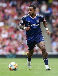 Memphis Depay of Lyon on the ball - Mandatory by-line: Arron Gent/JMP - 28/07/2019 - FOOTBALL - Emirates Stadium - London, England - Arsenal v Olympique Lyonnais - Emirates Cup