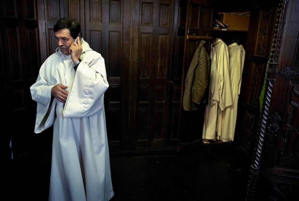 Belgium - Liege April 04, 2007, Priest is calling before a mass at his St-Martin Basilica ©Jean-Michel Clajot
