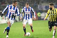 Voetbal Heerenveen Eredivisie 2014-2015 SC Heerenveen - Vitesse: Midden: Joey van den Berg (SC Heerenveen) , (R) Rochdi Achenteh (Vitesse)
