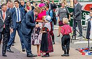 29-6-2017 URK - Koning Willem-Alexander en Koningin Maxima bij Het ROC  in Urk Koning Willem-Alexander en Koningin Maxima brengen donderdag 29 juni 2017 een streekbezoek aan Noordoost Flevoland. De Koning en Koningin bezoeken de plaatsen Urk, Nagele en Dronten. Het voormalige eiland Urk heeft een rijke geschiedenis als vissersplaats en ontwikkelt zich als kenniscentrum voor de maritieme sector. De rest van het gebied is nieuw land dat door inpoldering is gecre&euml;erd. Dit gebied heeft van oorsprong een sterk agrarisch karakter en hecht waarde aan innovatieve en duurzame landbouw en voedselproductie. Noordoost Flevoland is toonaangevend als leverancier van windenergie. Toch kent de streek ook uitdagingen: na een halve eeuw zijn sommige dorpen en woonkernen toe aan een kwaliteitsimpuls. COPYRIGHT ROBIN UTRECHT<br /> <br /> 29-6-2017 URK - King Willem-Alexander and Queen Maxima at The Backyard in Urk King Willem-Alexander and Queen Maxima will host a regional visit to Northeast Flevoland on Thursday, June 29, 2017. The King and Queen visit the places Urk, Nagele and Dronten. The former island of Urk has a rich history as a fishing village and develops as a knowledge center for the maritime sector. The rest of the area is a new country created by polishing. Originally, this area has a strong agricultural character and attaches importance to innovative and sustainable agriculture and food production. Northeast Flevoland is a leading supplier of wind energy. Nevertheless, the region is also facing challenges: after half a century, some villages and residential corridors add to a quality impulse. COPYRIGHT ROBIN UTRECHT