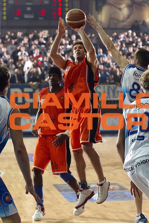 DESCRIZIONE : Cantu Lega A1 2005-06 Vertical Vision Cantu NBV Reggio Calabria<br />GIOCATORE : Giovacchini<br />SQUADRA : NBV Reggio Calabria<br />EVENTO : Campionato Lega A1 2005-2006<br />GARA : Vertical Vision Cantu NBV Reggio Calabria<br />DATA : 12/11/2005<br />CATEGORIA : Tiro<br />SPORT : Pallacanestro<br />AUTORE : Agenzia Ciamillo-Castoria/S.Ceretti<br />Galleria : Lega Basket Lega A1 2005-2006<br />Fotonotizia : Cantu Campionato Italiano Lega A1 2005-2006 Vertical Vision Cantu NBV Reggio Calabria<br />Predefinita :