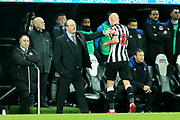 Newcastle United manager Rafael Benitez acknowledges Jonjo Shelvey (#8) of Newcastle United as he is sent off during the Premier League match between Newcastle United and Everton at St. James's Park, Newcastle, England on 13 December 2017. Photo by Craig Doyle.